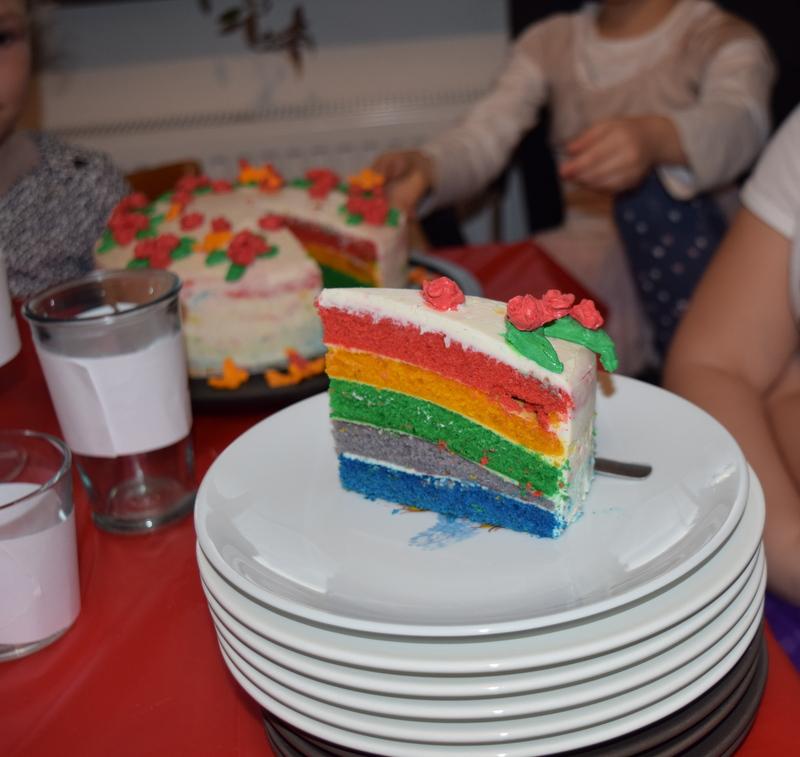 duhový dort překvapení pro děti